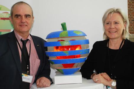2013: Michael Pirosanto, tillförordnad vd Gårdstensbostäder och Anneli Snobl, vd Förvaltnings AB Framtiden. Foto: SABO